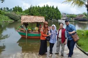 Kunjungan di Floating Market