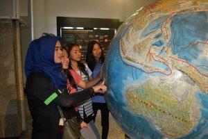 Kunjungan SMAN 1 Natar di Musem Geologi
