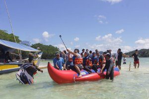 Banana Boat di Pulau Pahawang